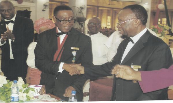 Sir Dr Enoch Iwueze (right) congratulates Sir Gab Oduah after Oduah presented his Presidential address at the Knights' Chapter Meeting.  Watching in admiration is Barr. Sir Chukwuma Ekomaru (SAN) (left).