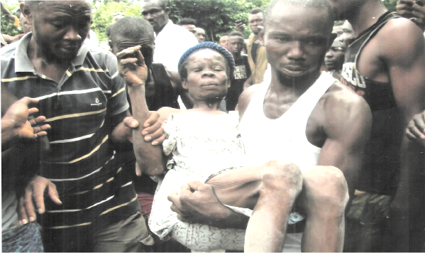 Mrs. Felicia Okpomechila, rescued from the collapsed building by  Good Samaritans, being taken to the hospital for treatment